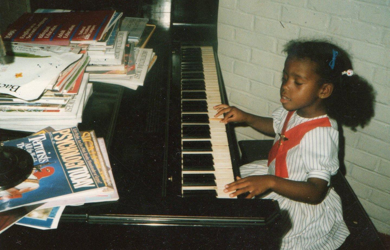 Kimberly Lola - TBT - Lil Lola - Piano